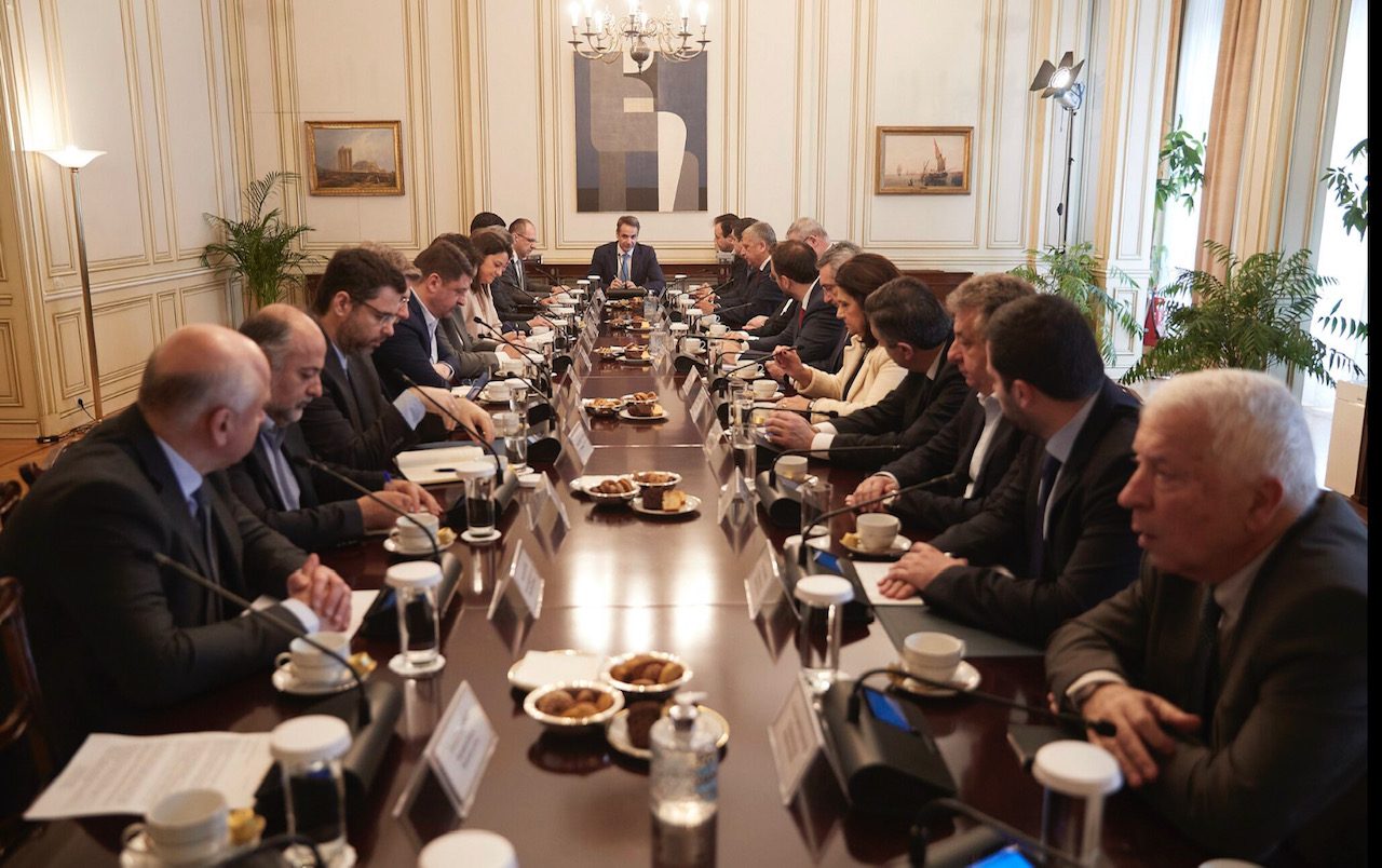 Greece: Central and regional administration meeting in the shadow of coronavirus