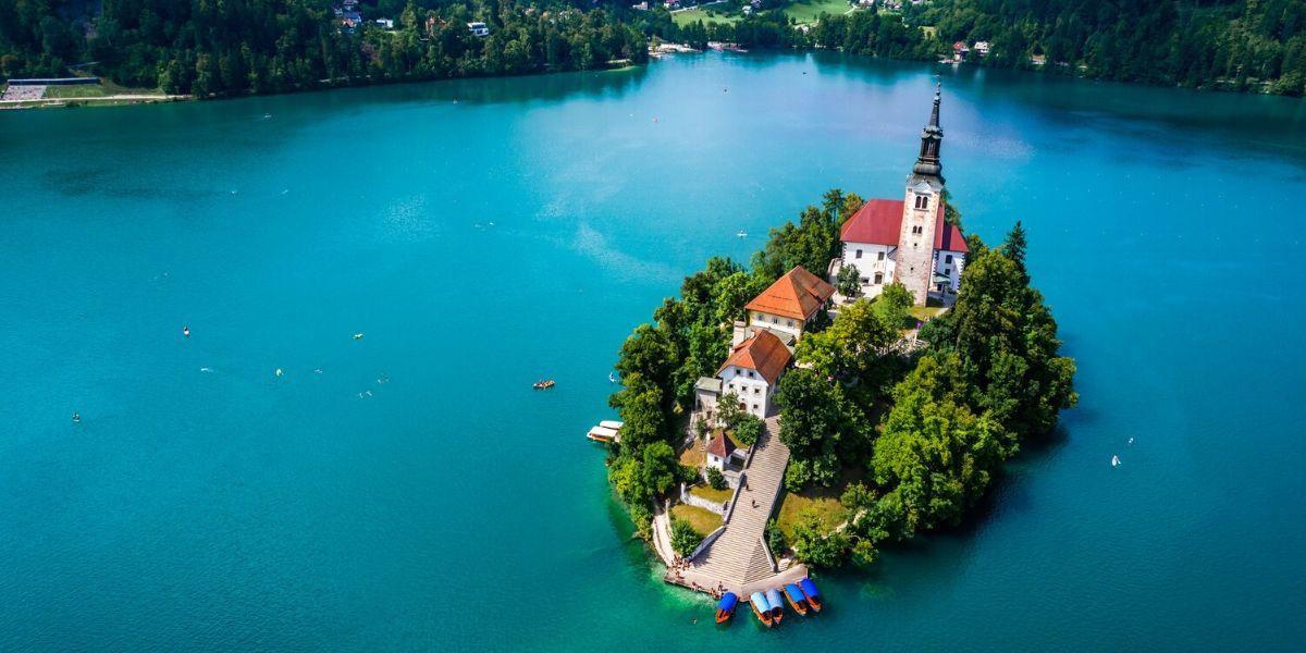 Slovenia opens for EU tourists