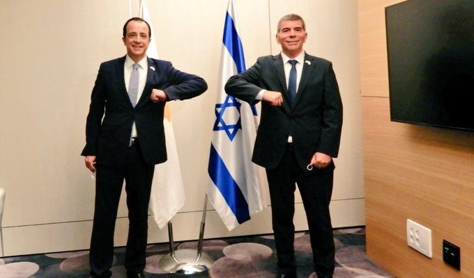Cyprus: Christodoulides meets with Ashkenazi in Israel