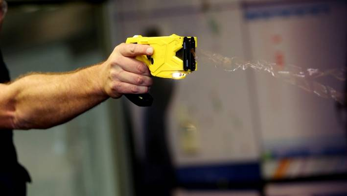 Slovenia: Police will be equipped with stun guns