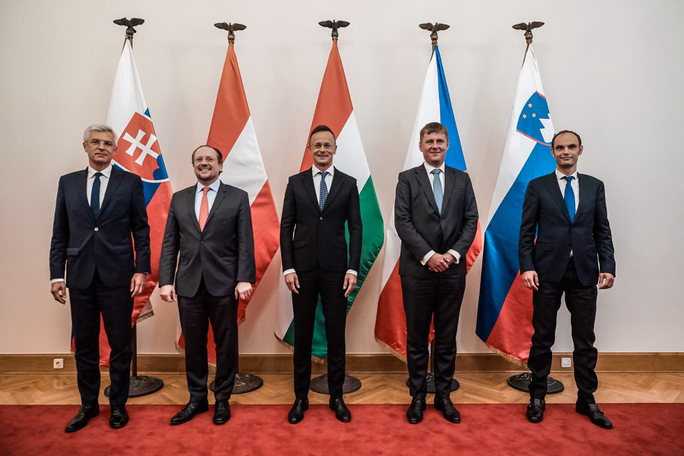 Austria, Czech Republic, Hungary, Slovakia and Slovenia discuss opening of the borders