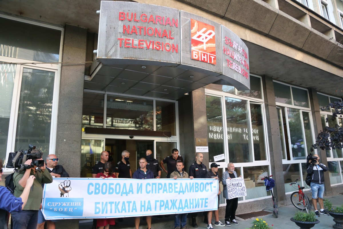 Bulgaria: Protesters Blocked the main entrance to the Bulgarian National Television building