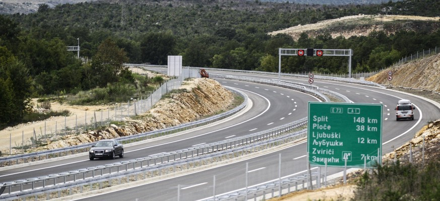 BiH signs contract on new motorway subsection
