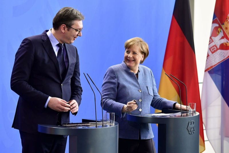 Serbia: Vučić holds contacts with Merkel and meets with Lajcak