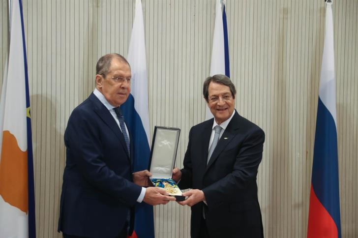 Cyprus: President Anastasiades awarded Lavrov the Medal of the Grand Cross of the Order of Makarios III