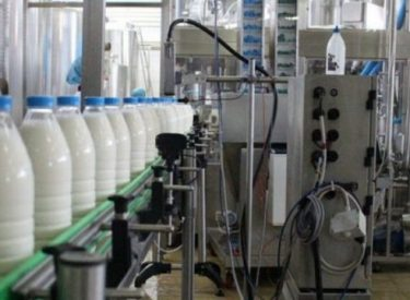 Kosovo: Dairy farmers meet with Hoti ahead of planned protest