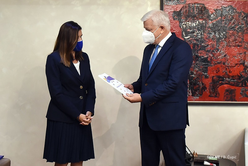 Montenegro: Ambassador Popa delivered the EC report on Montenegro to state authorities