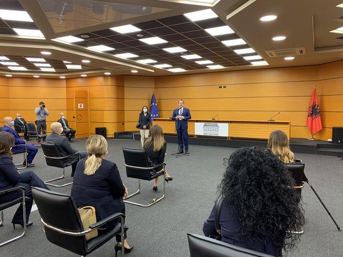 Albania: Judicial review and evaluation key to intergovernmental conference, Várhelyi says