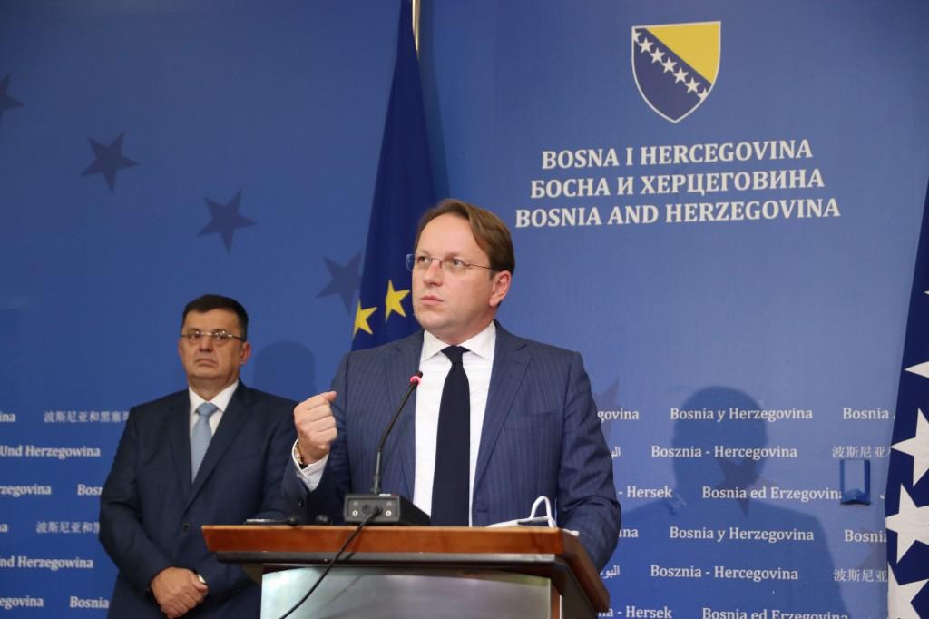 BiH: Varhelyi arrives in Sarajevo as Presidency members travel to Brussels