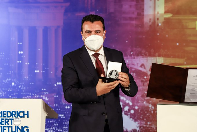 North Macedonia: Zoran Zaev was awarded the FES Prize by Heiko Maas