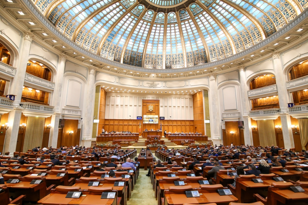 Romania: Parliament convenes its first session