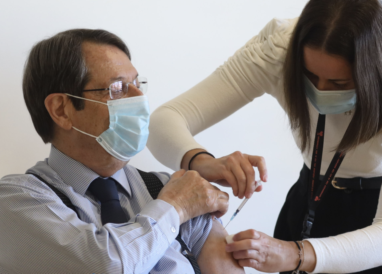 Cyprus: Anastasiades sents message of patience, courage and hope, after receiving the second dose of the vaccine