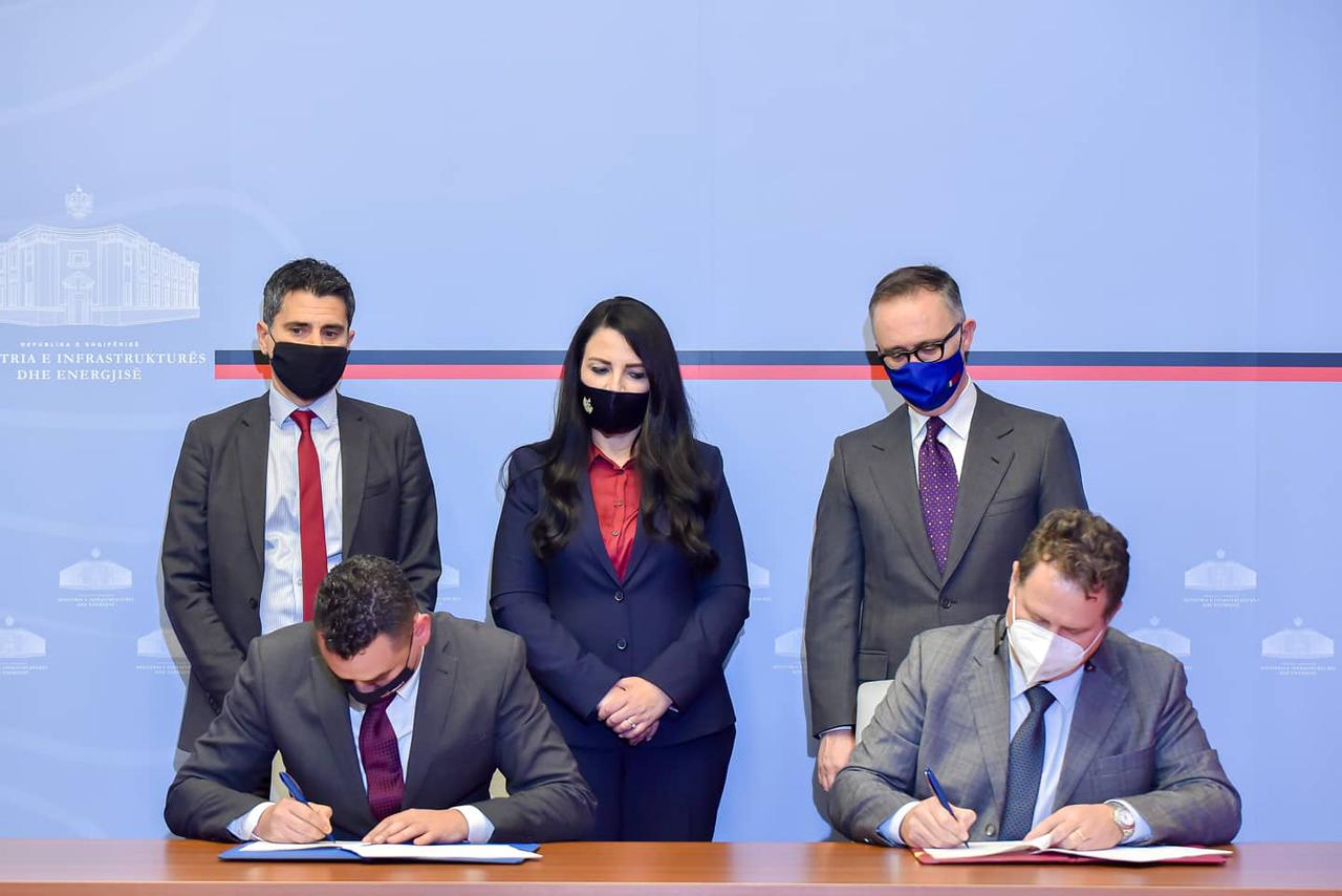Albania: Minister of Infrastructure and Energy signs the Tirana-Durres Railway connection contract