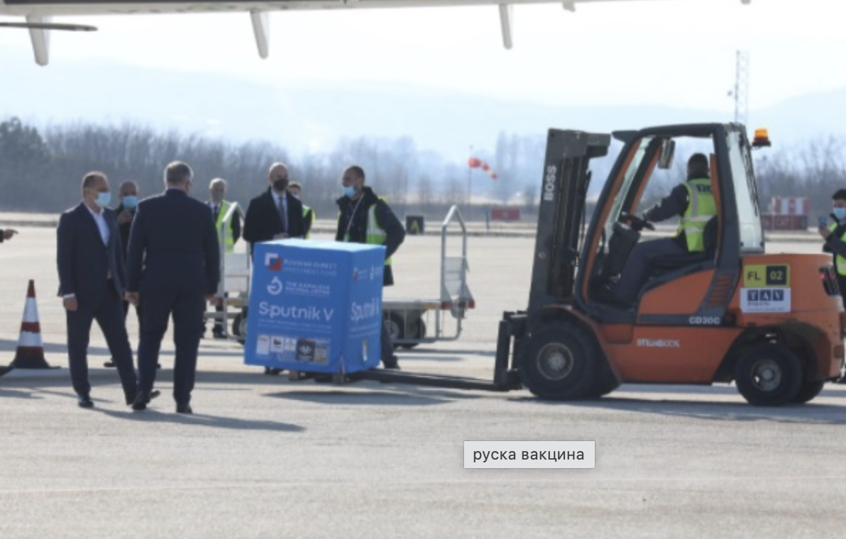 """North Macedonia: The first 3,000 doses of """"Sputnik V"""" arrive at Skopje airport"""
