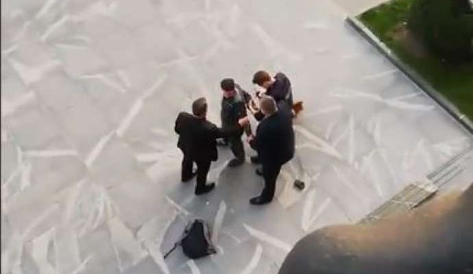 Slovenia: Man with chainsaw attempts to enter Parliament building