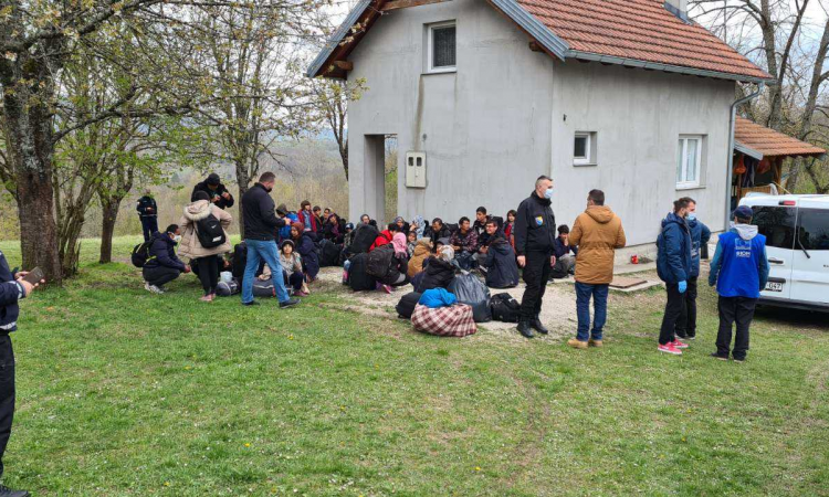 BiH: SFA moves migrants from abandoned facilities to temporary reception centers