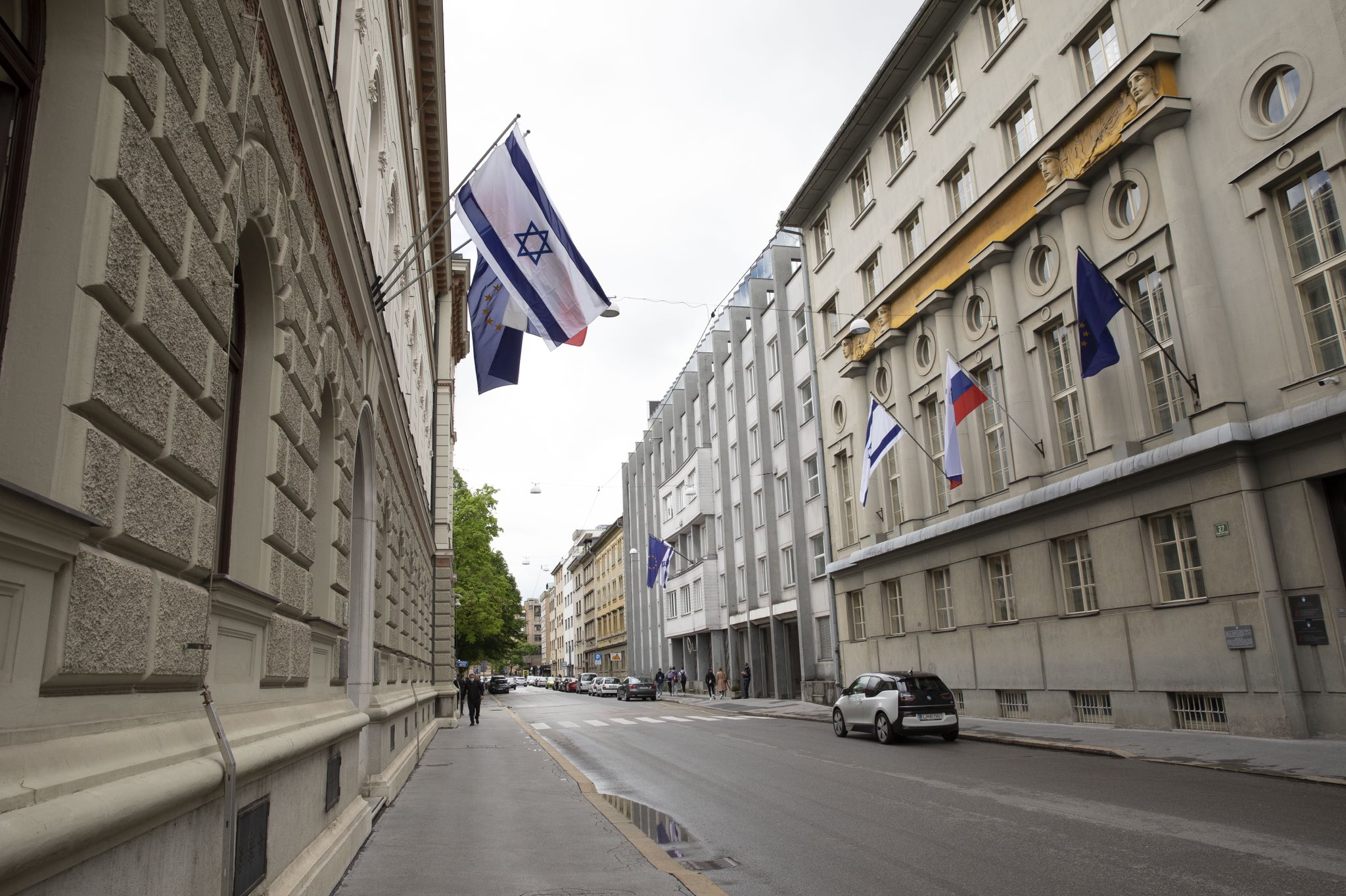 Slovenia: Muslim community protest against Israel flag on the Government building