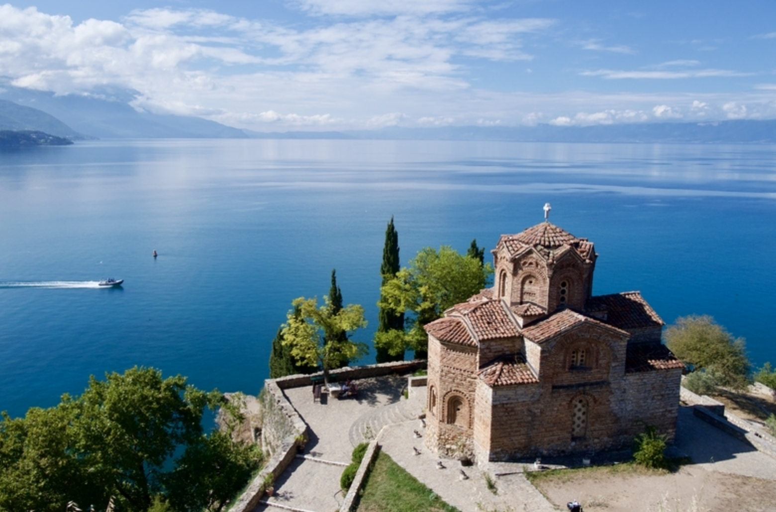 UNESCO proposes Lake Ohrid as a endangered site, due to state inaction