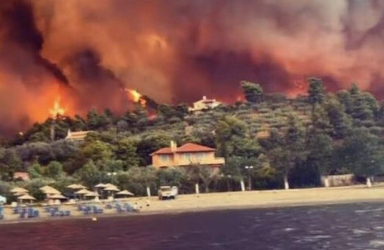Greece in a fiery siege in the middle of heat
