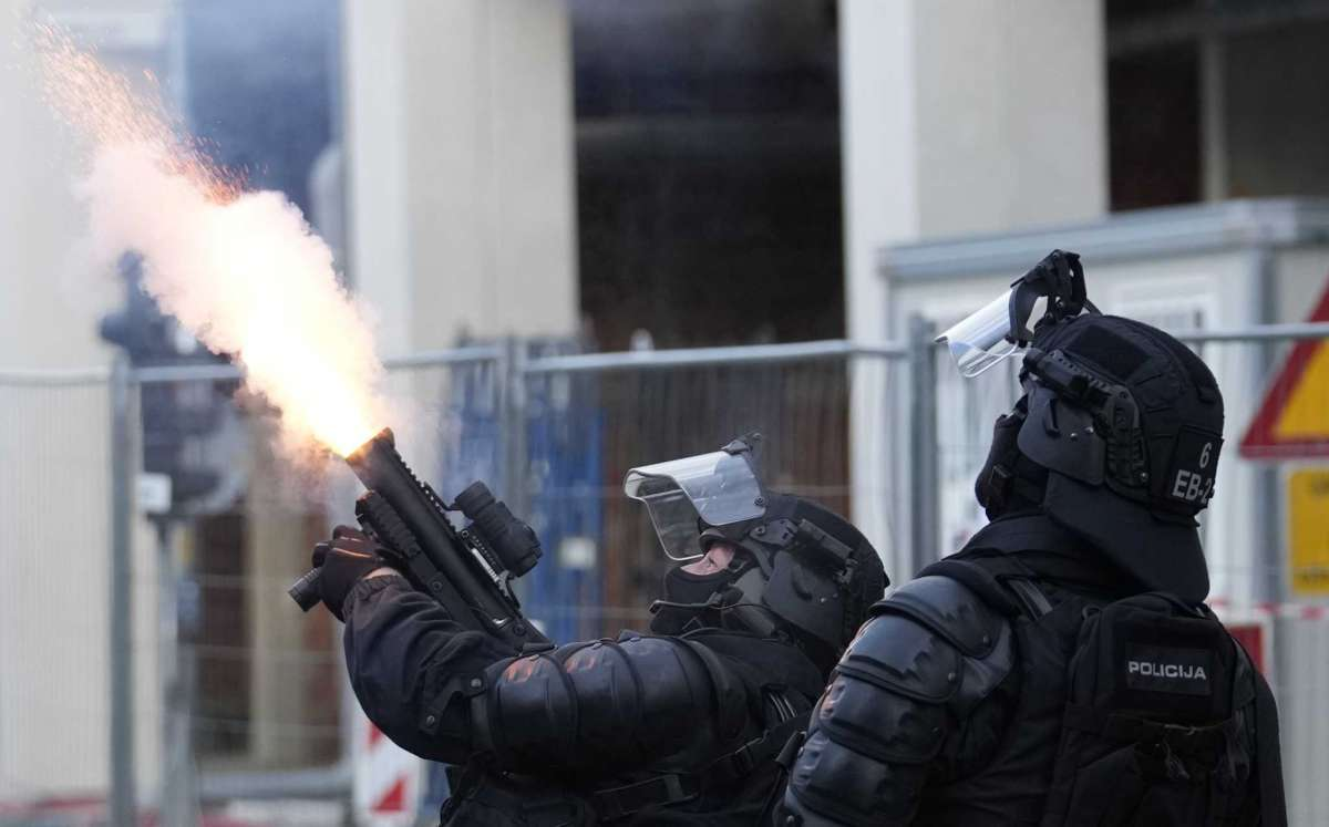 Slovenia: Police detained three persons after riots in Ljubljana