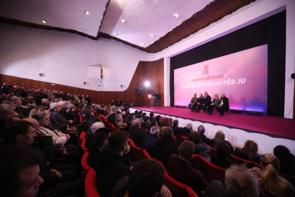 """Kryeministri shqiptar shprehet i shqetësuar se """"vendi nuk ka një opozitë"""""""