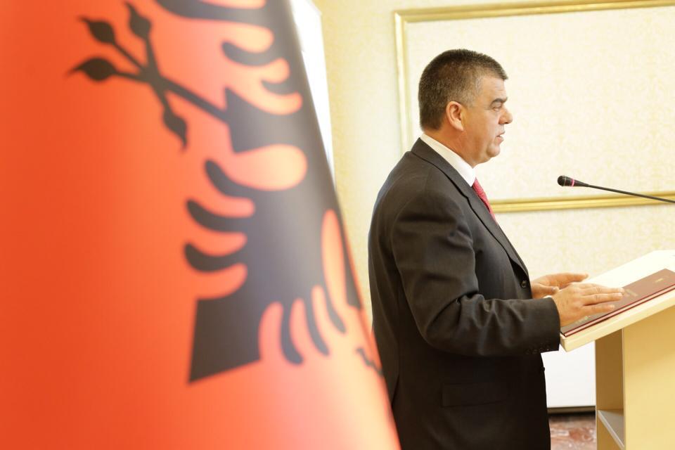 Nis përçarja e opozitës pas vendimit për të djegur mandatet parlamentare