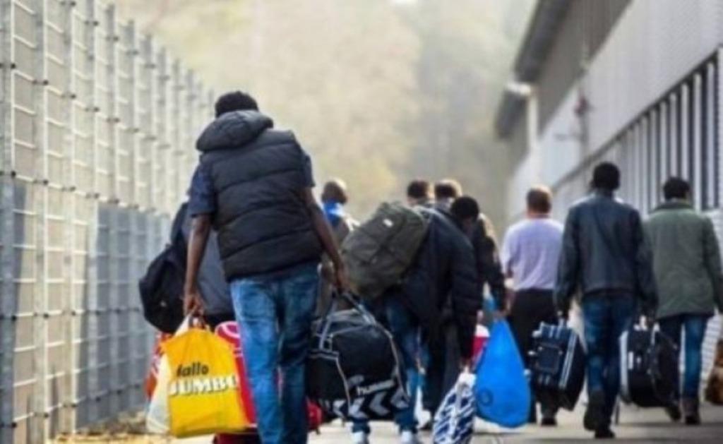 Trendi i rritjes së ikjes së qytetarëve nga vendi, pushteti dhe opozita me akuza