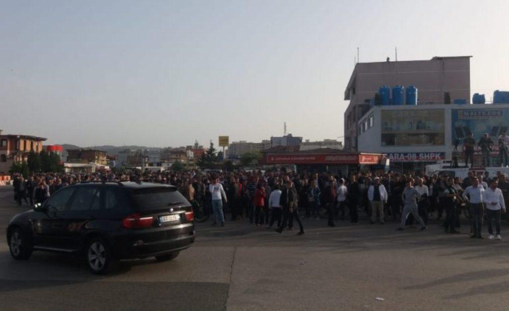 Protestat, opozita bllokoi dje  rrugët kombëtare në pesë qarqe