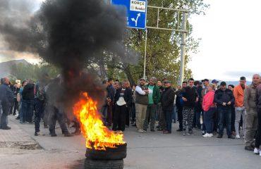 Mosbindje civile, opozita bllokon 12 akse kombëtare