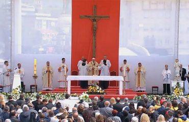 Papa Françesku në meshën në Shkup thirrje për paqe, dashuri dhe bashkëjetesë