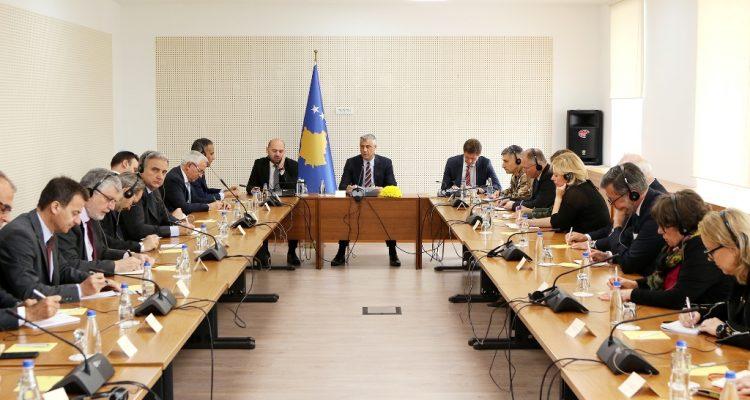 Presidenti Thaçi takoi ambasadorët dhe shefat e misioneve ndërkombëtare, kërkoi unitet ndërkombëtar për Kosovën