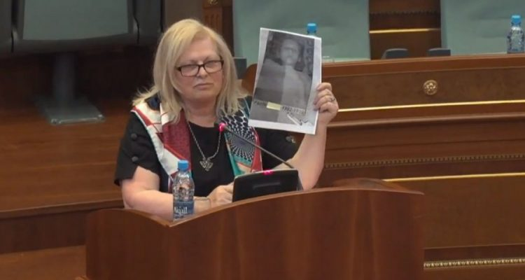 Fotografia e publikuar nga Flora Brovina nxitë reagime në Kosovë e Serbi