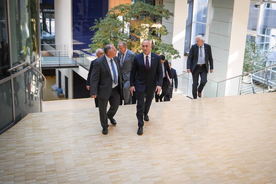 Haradinaj në takim me zyrtarët gjermanë: Marrëveshja me Serbinë veç në kufijtë ekzistues