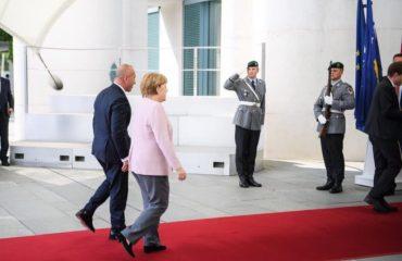 Haradinaj :Në Paris udhëtojmë për ta kërkuar njohjen nga Serbia
