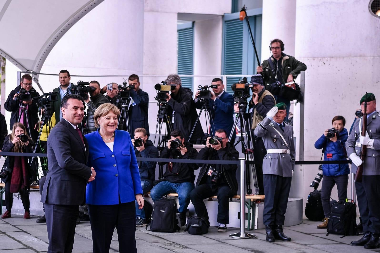 Pendarovski në Bruksel, Zaevi në Berlin për të lobuar për datën për fillimin e bisedimeve