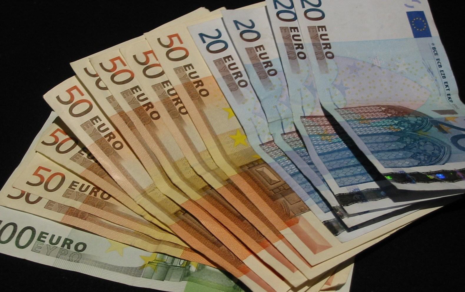 Diaspora vazhdon ta mbajë gjallë ekonominë e Kosovës