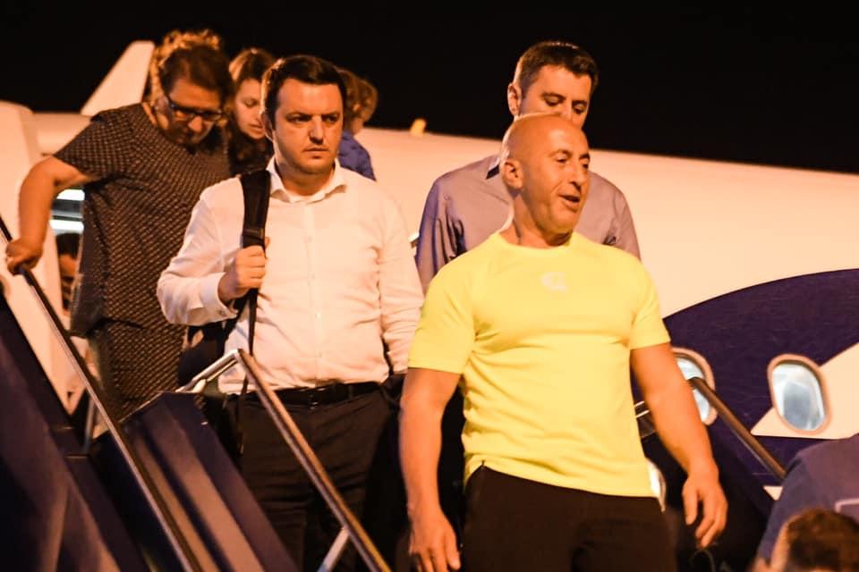 Haradinaj pas kthimit nga Haga: Kufijtë e Kosovës nuk guxon t'i prekë askush