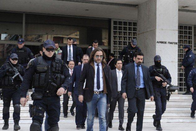 Ανοιχτό το ενδεχόμενο να δικαστούν οι 8 Τούρκοι στην Ελλάδα.