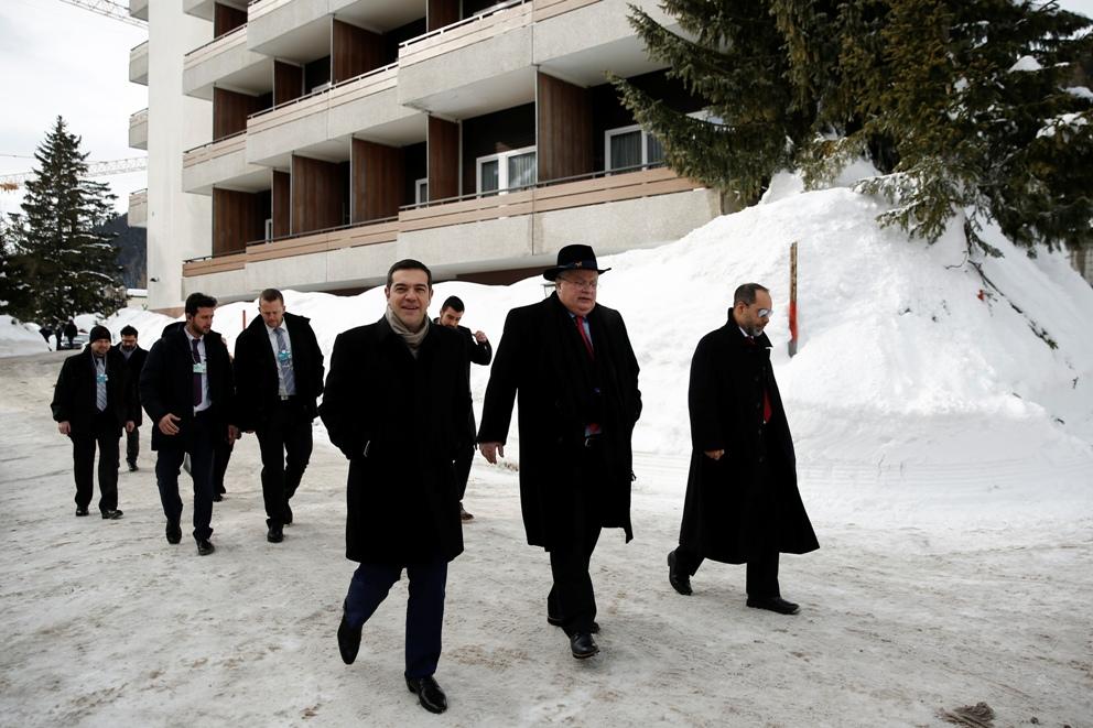Χαμόγελα για την ελληνική παρουσία στο Davos.