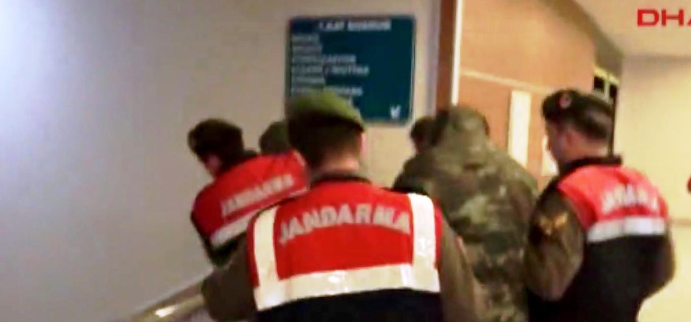 Υπό κράτηση οι δύο Έλληνες στρατιωτικοί μέχρι να ολοκληρωθούν οι έρευνες των Τουρκικών αρχών.