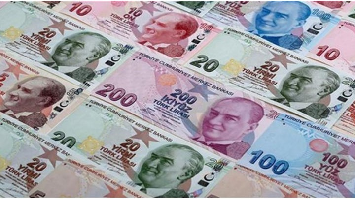 Η υποτίμηση της τουρκικής λίρας δυσκολεύει τις τράπεζες και τις εταιρείες.