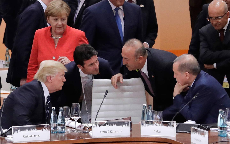«Αποφυλακίστε τώρα τον πάστορα, αλλιώς θα υποστείτε κυρώσεις», λέει ο Trump