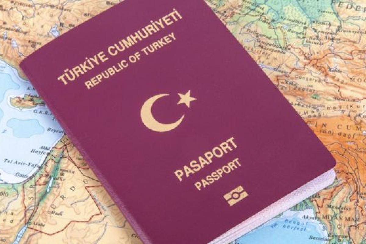 Χιλιάδες Τούρκοι διασχίζουν παράνομα τα σύνορα και ζητούν άσυλο στην Ελλάδα