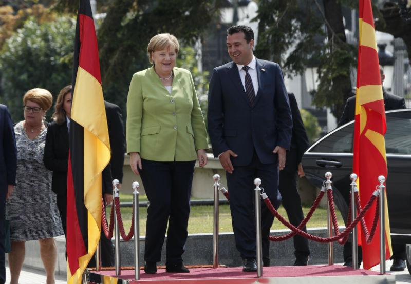 ΠΓΔΜ: Η Angela Merkel εξέφρασε τη στήριξή της στη συμφωνία επίλυσης του ζητήματος της ονομασίας και στο δημοψήφισμα