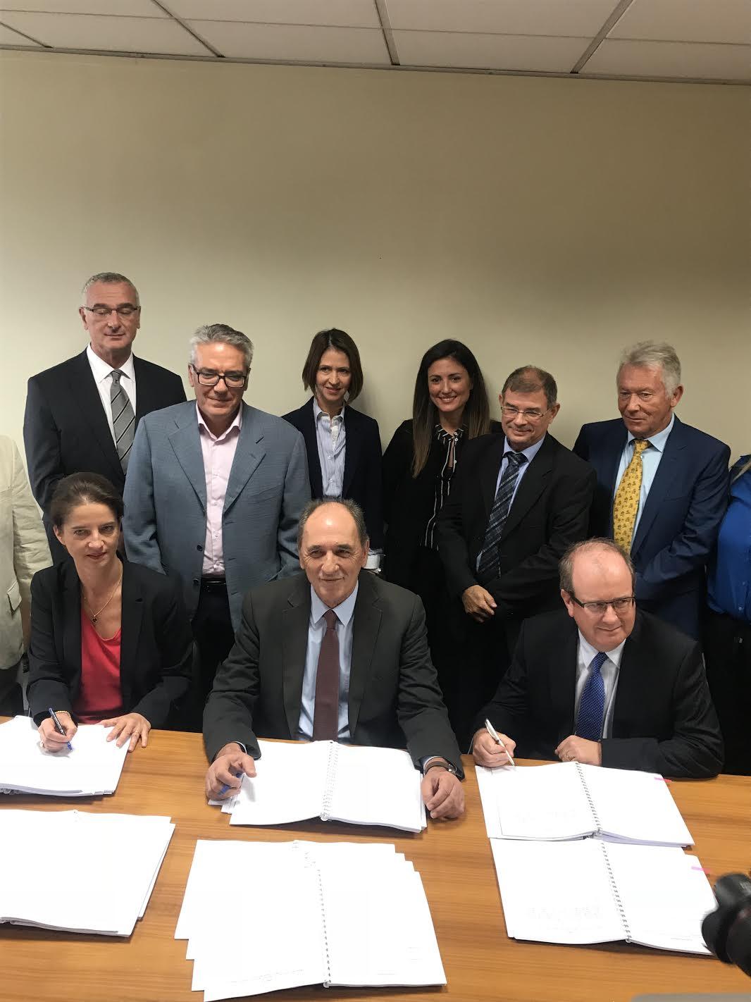 «Έπεσαν» οι υπογραφές με ExxonMobil, Total και ΕΛΠΕ για την Κρήτη