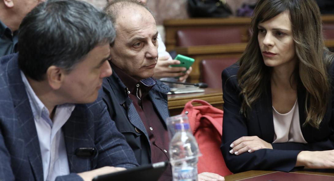 Συμφωνία Ελλάδας-Κομισιόν για πάνω από 900 εκατ. θετικά μέτρα το 2019