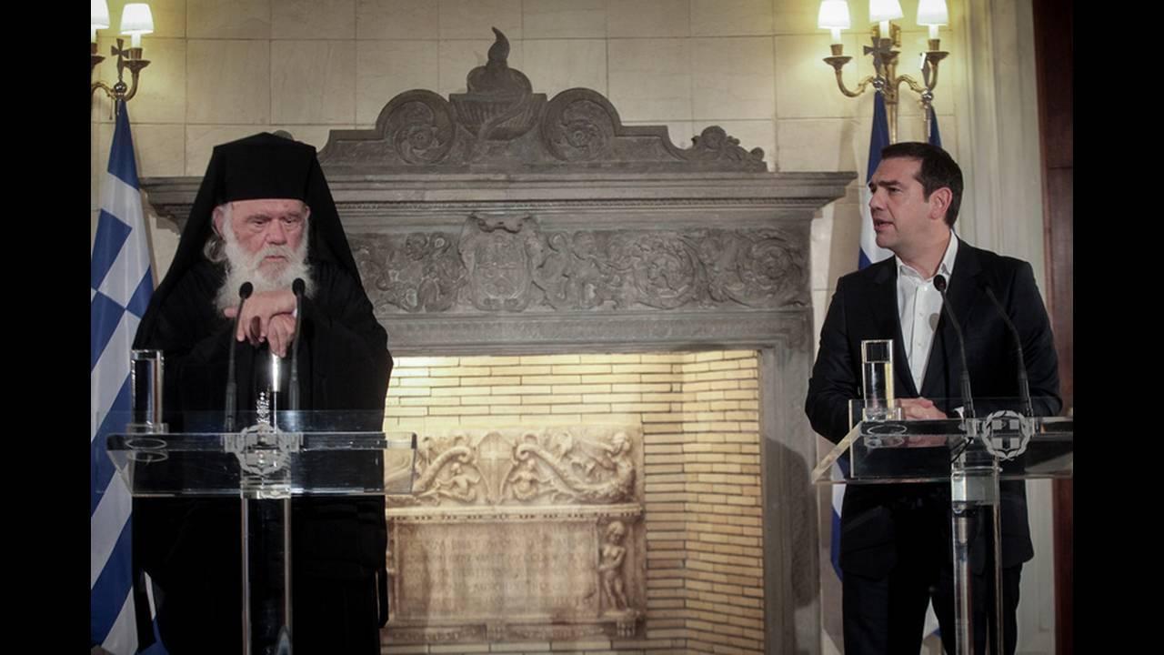 Καταγγέλλει η κυβέρνηση: Να μην προχωρήσει σε συμφωνία με τον Τσίπρα καλούσε ο αρχηγός της Ν.Δ. τον Αρχιεπίσκοπο