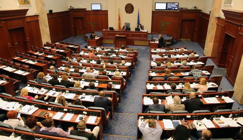 πΓΔΜ: Αύριο θα συνεχιστεί η συνεδρίαση της Βουλής για τις συνταγματικές τροπολογίες