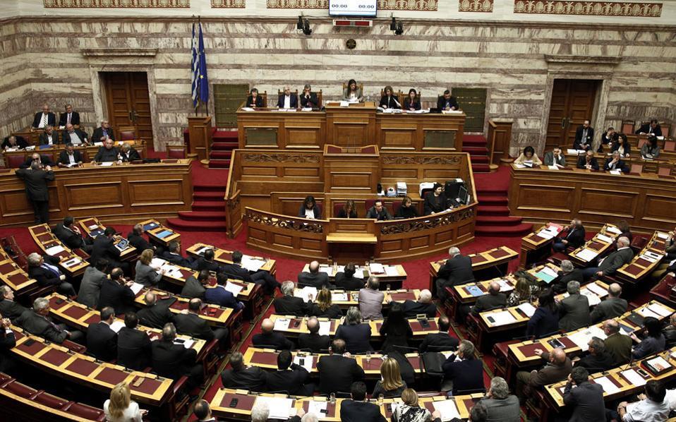 Η συζήτηση για την ψήφο εμπιστοσύνης ξεκινά στη Βουλή.