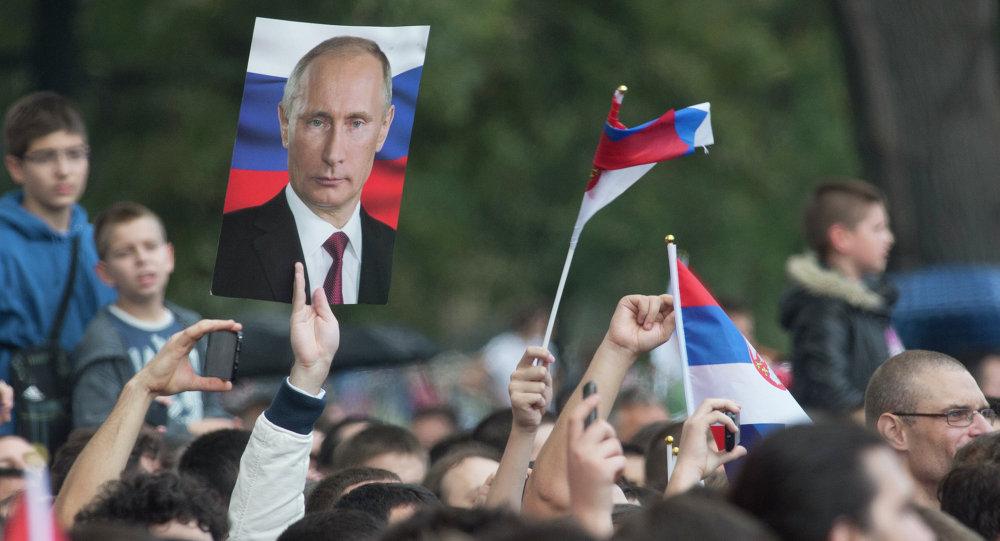 """Ο Putin από το Βελιγράδι αποκαλεί τη Σερβία """"αδελφή χώρα"""""""